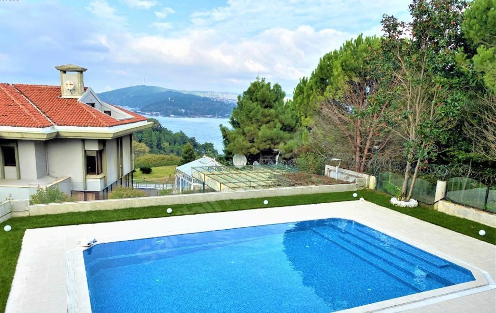 Yenikoy Bosphorus Hattat Villa's